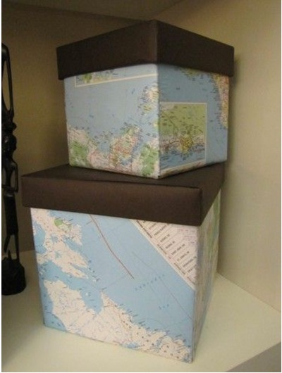 Kotak Peta. Bisa dengan langsung membuatnya dari kertas peta, atau lapisi kotak/dus dengan kertas peta.