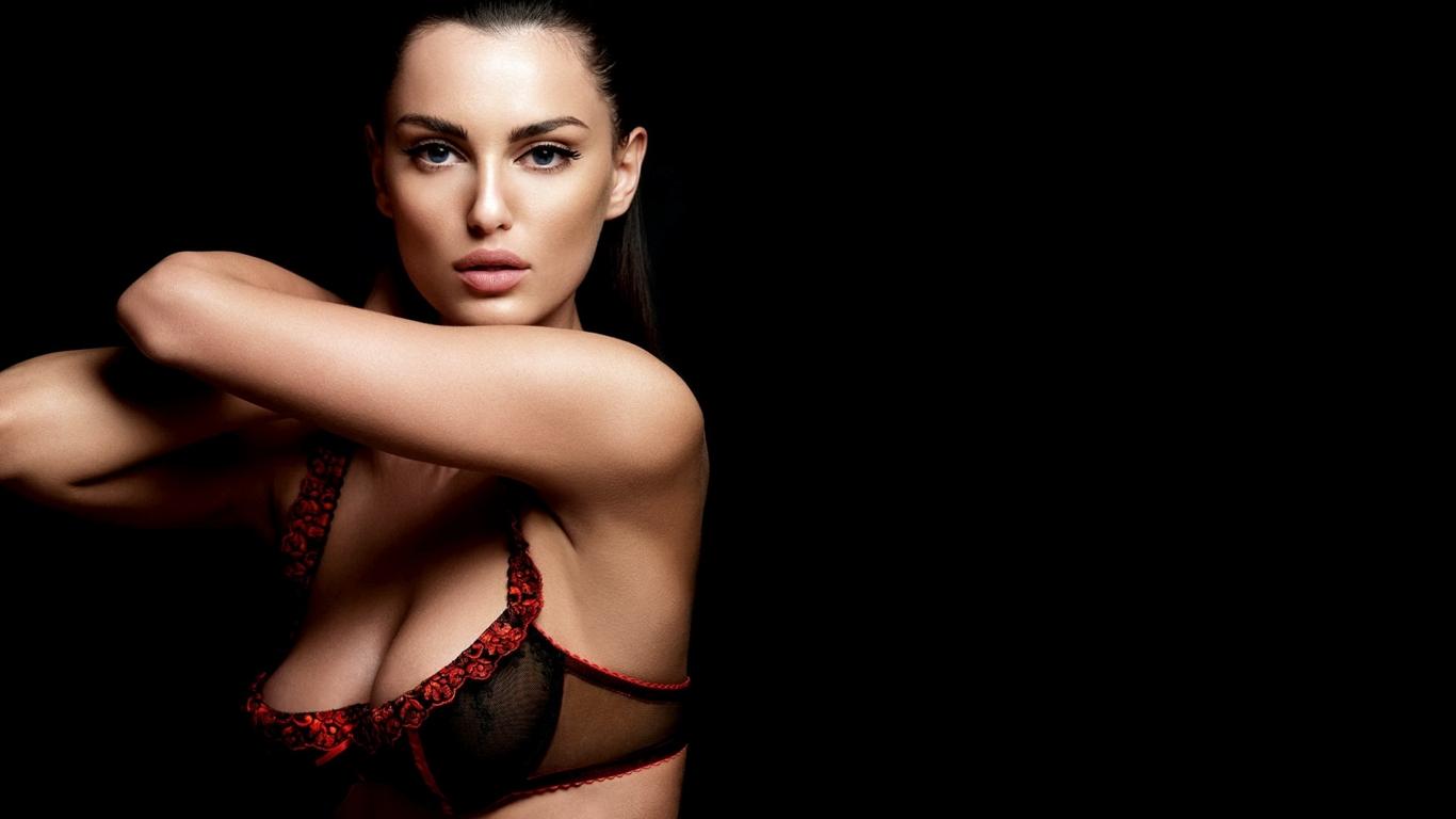 Catrinel nude Nude Photos 10