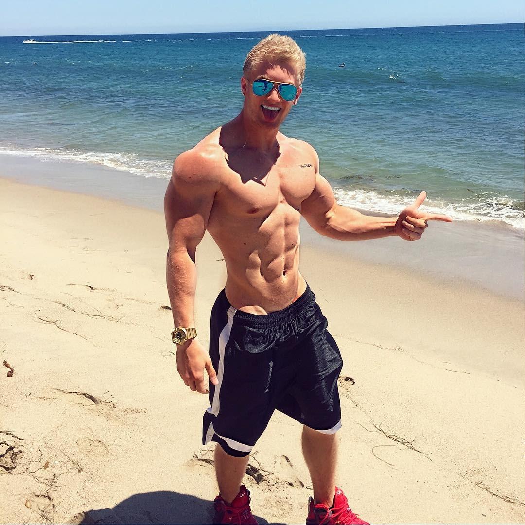 muscular-shirtless-boy-zac-ansley