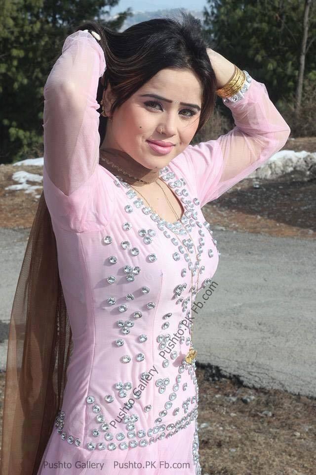 Pakistani actress beautiful Pashto dancer