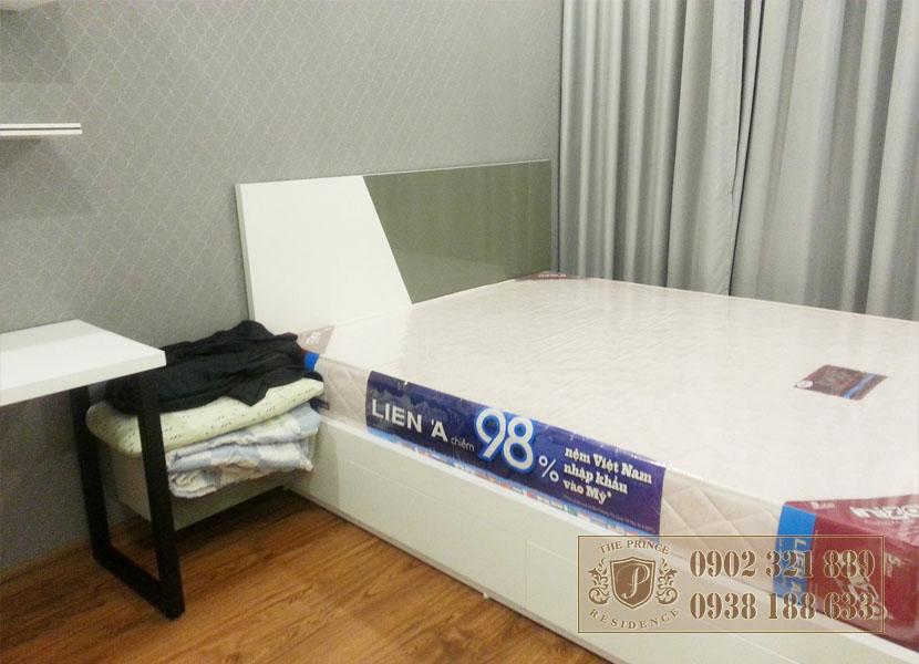 Giá bán căn hộ The Prince - giường phòng ngủ 1