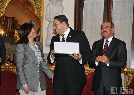 Arquitecto que ganó licitación denuncia fue engañado por el gobierno del presidente Medina