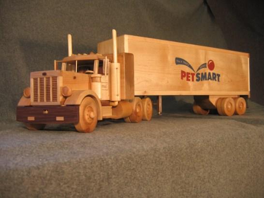 miniatur truk dari kayu kontainer