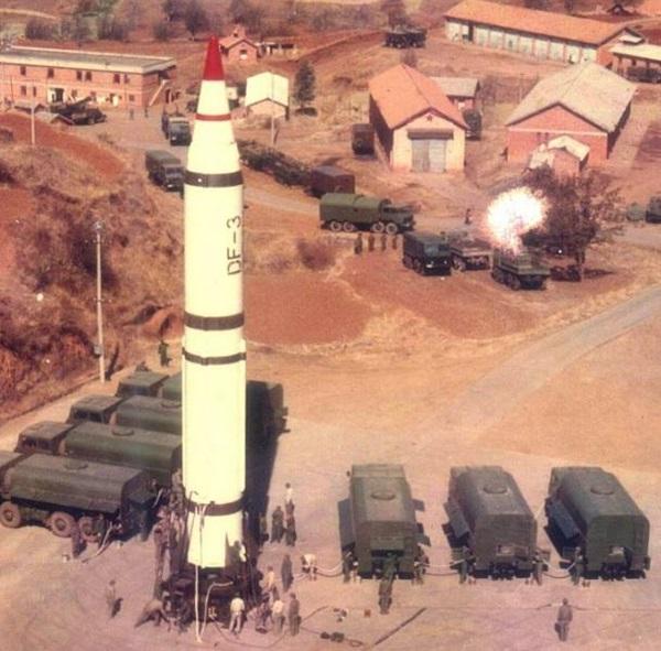 Dongfeng 3 ( DF-3) Rudal Jarak Menengah Milik Tiongkok