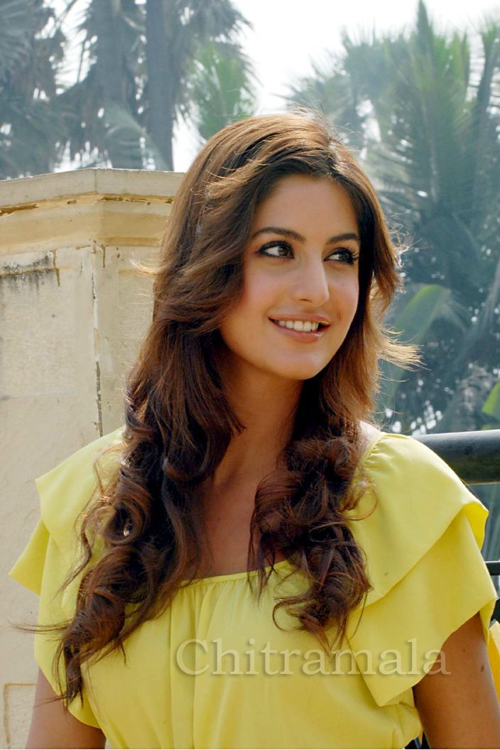 Latest French Manicure Designs: Bollywood Actress Katrina Kaif Is Going To Cast In French