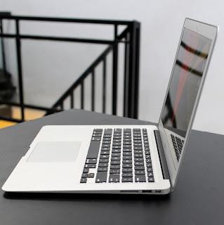 MacBook Air Core i7 (13-inch, Mid 2011) Di Malang