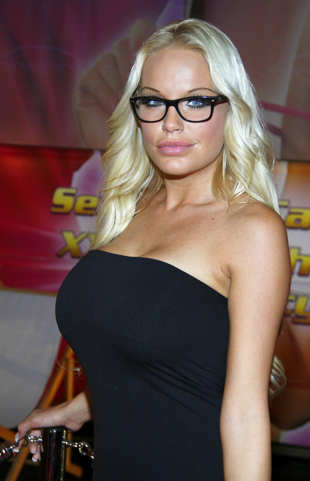 Best Cleavages in The World: Micaela Schaefer Cleavage