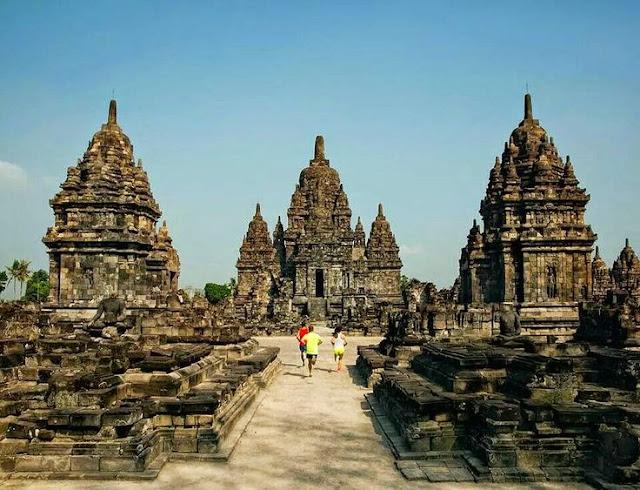 yang ada di kota Yogyakarta salah satunya yaitu  Tempat Wisata Terbaik Yang Ada Di Indonesia: Keindahan Wisata Candi Prambanan