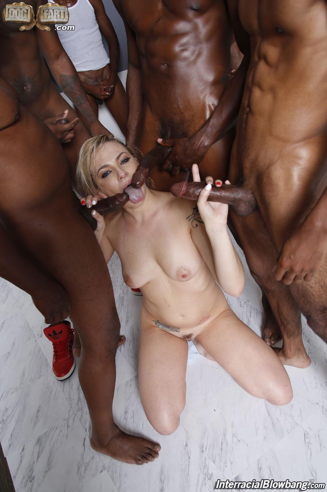 Смотреть толпа негров и блондинка, оральный секс с молодыми толстушками