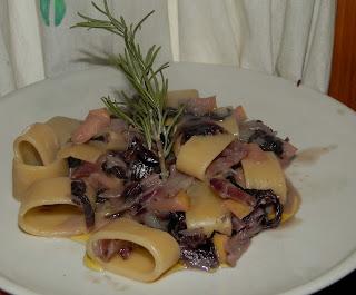 pasta radicchio mele ricetta vegan