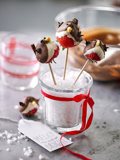 Strawberry Robin lollipops