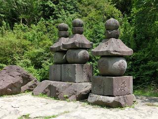 曽我兄弟と虎の墓(箱根町)