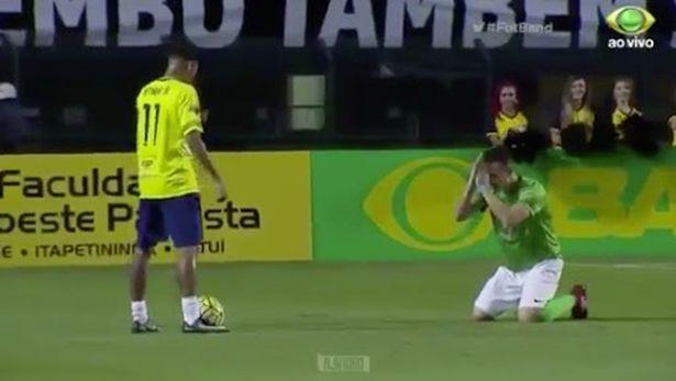 Meminta Ampun? Pemain Ini Malah Lakukan Kekonyolan Saat Berhadapan dengan Neymar