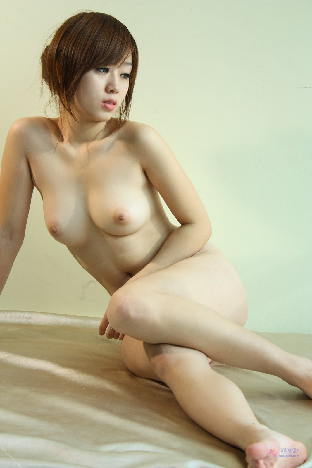 Petite sexy naked asian