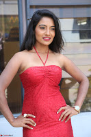 Mamatha sizzles in red Gown at Katrina Karina Madhyalo Kamal Haasan movie Launch event 097.JPG
