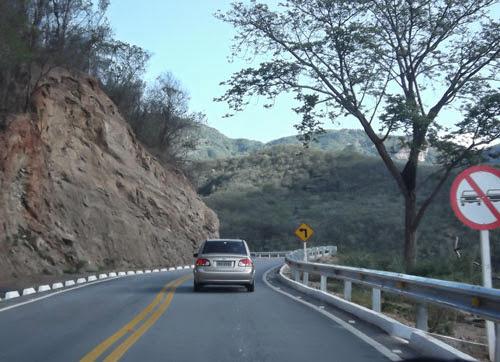 O percurso oferece uma vista linda aos viajantes (Foto: Aline Lima)