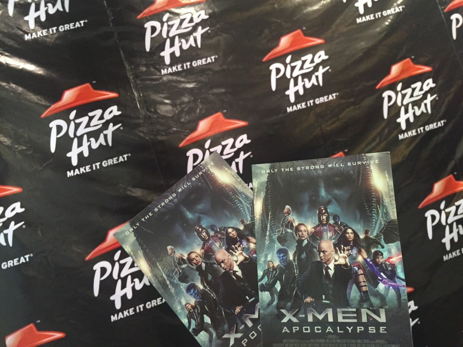 Pizza Hut S Blowout Pizza Presents X Men Apocalypse And Extreme