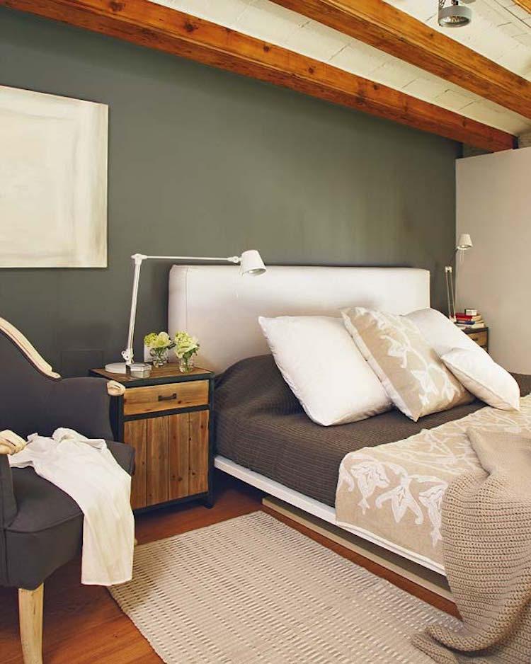 dormitorio pared verde y muebles de madera y hierro