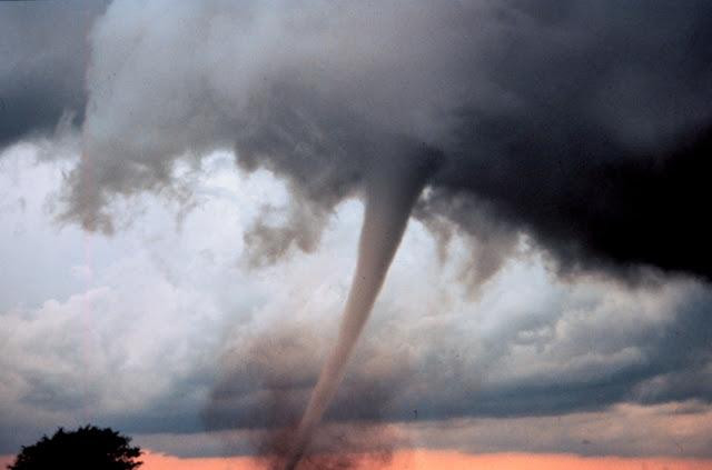Occluded_mesocyclone_tornado5_-_NOAA