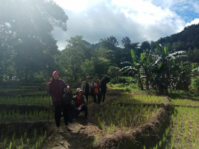 Gembira di Bukit Jamur Bengkayang Kalimantan Barat