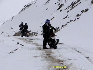 लद्दाख बाइक यात्रा- 12 (लेह-खारदुंगला)