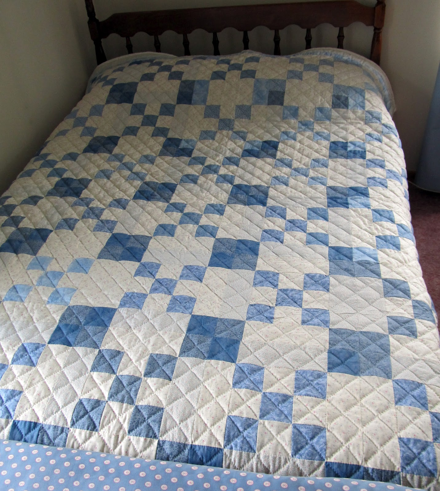refreshes interlocking light pattern classic our an with leaf blue four stitching quilt pin in monochromatic