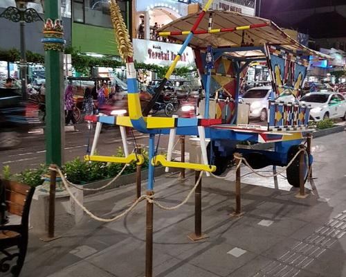 www.Tinuku.com Malioboro renewal program in Yogyakarta put aluminum on floor to help visually impaired navigate way