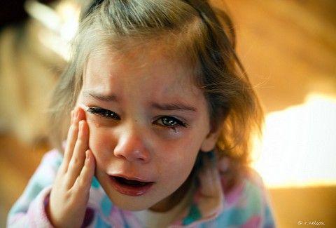 «ΒΟΗΘΕΙΑ! ΧΤΥΠΑΕΙ ΤΗ ΜΑΜΑ ΜΟΥ!» Ακούστε το συγκλονιστικό τηλεφώνημα μιας 6χρονης στην Αστυνομία (VIDEO)