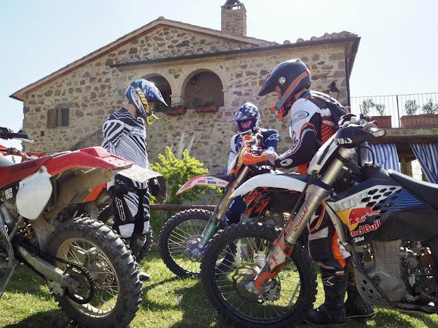 Motocross v Toskánsku - když si kluci hrajou