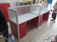 Bentuk Lurus - Meja Sekat Kantor Semarang