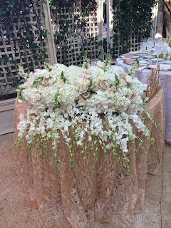 sweetheart table flower bouquets