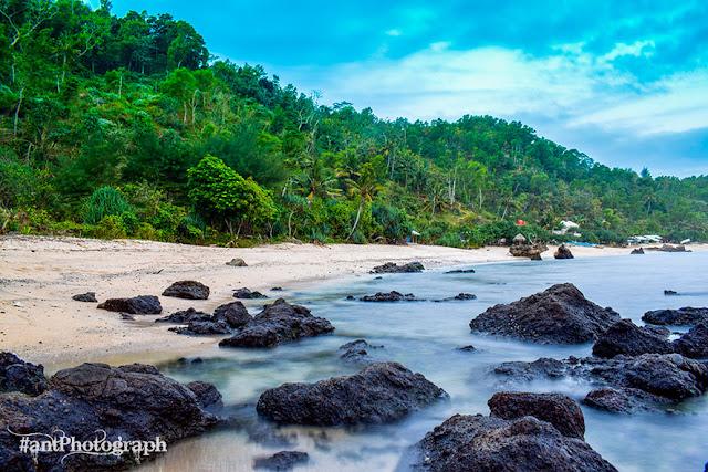 Pantai Nampu Gunung Kidul dengan Bukit Indah yang Asik untuk Selfie