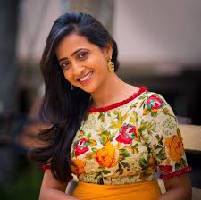 Anchor Lassya Biography, Profile, wiki Age, Affairs, Biodata, Height, Weight, Husband Family Photos and More...