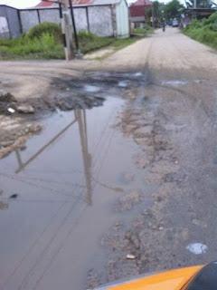 Jalan Tegal Binangun Plaju Rusak Parah Dan Butuh Perbaikan