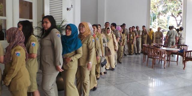 Ahok Tanda Tangani Peraturan PNS DKI Pulang Kerja Pukul 14.00 Selama Ramadhan