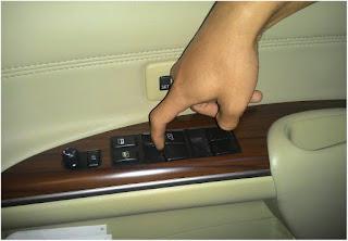 pernahkah anda mengalami kejadian dimana kaca mobil turun setengah setelah dinaikkan full Cara Mereset Power Window Otomatis Mobil
