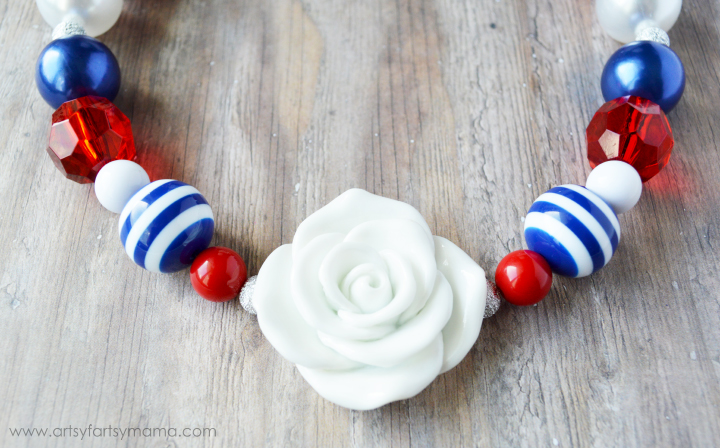DIY Patriotic Necklace Tutorial at artsyfartsymama.com