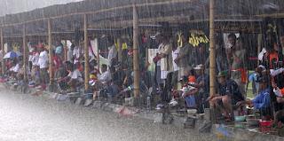 Gambar mancing waktu hujan