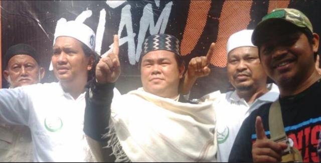 Ustadz Asal Medan Tantang Anton Medan