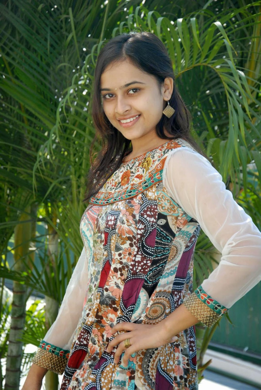 Actress Sri Divya Photos: COOGLED: ACTRESS SRI DIVYA LATEST HD STILLS