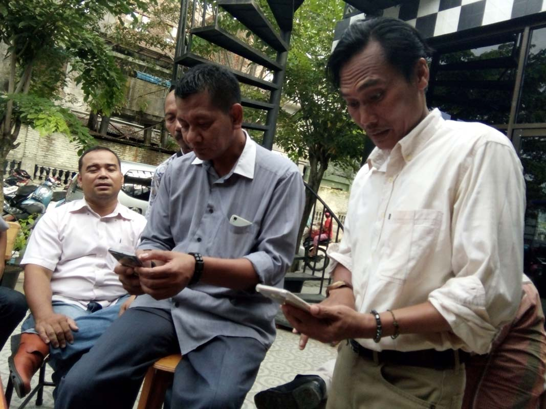 Ketua KPU Asahan saat temu pers mengklarifikasi kasus dugaan cabul