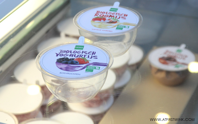 HEMA biologisch yoghurtijs bosvruchten en roomijs vanille aardbei
