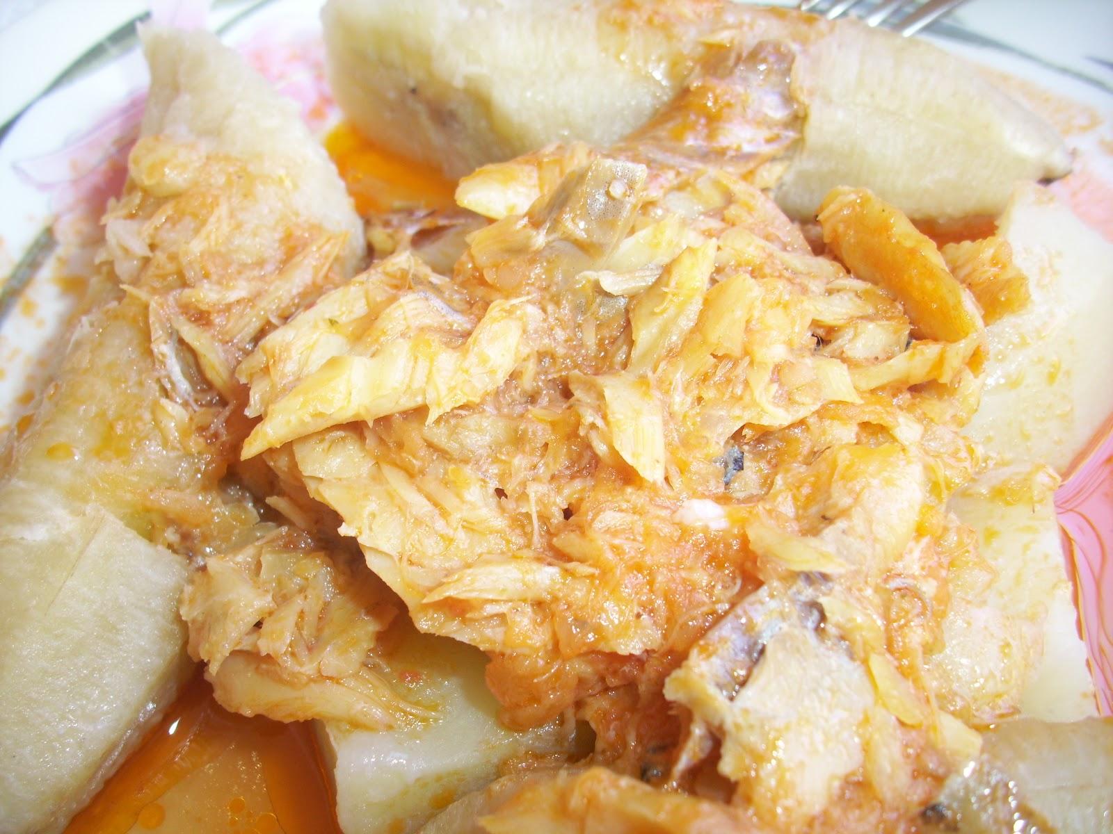 Cocina casera Repblica Dominicana Bacalao guisado acompaado de guineitos verdes y papa