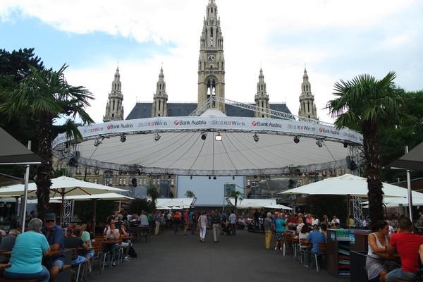 vienne rathausplatz film festival cinéma plein air musique opéra concert
