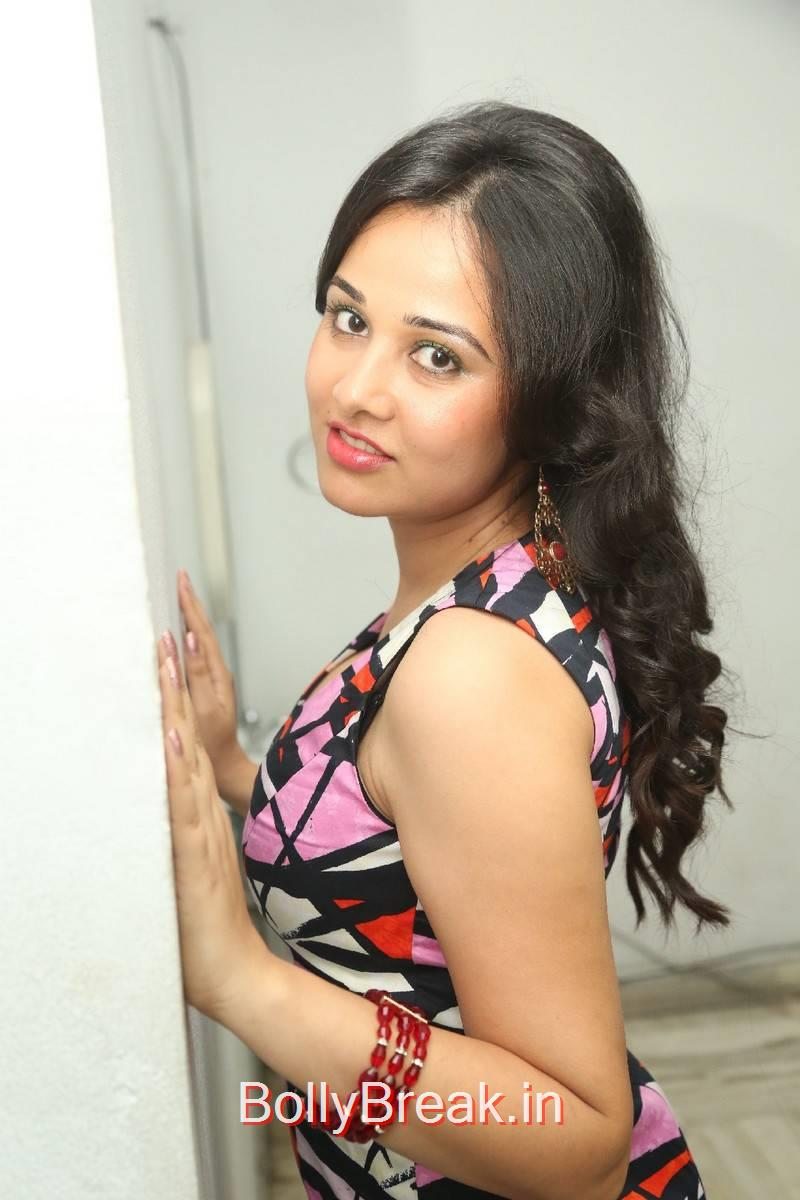 Nisha Kothari Photo Gallery with no Watermarks, Hot Pics of Nisha Kothari  from Criminals Movie Teaser Launch