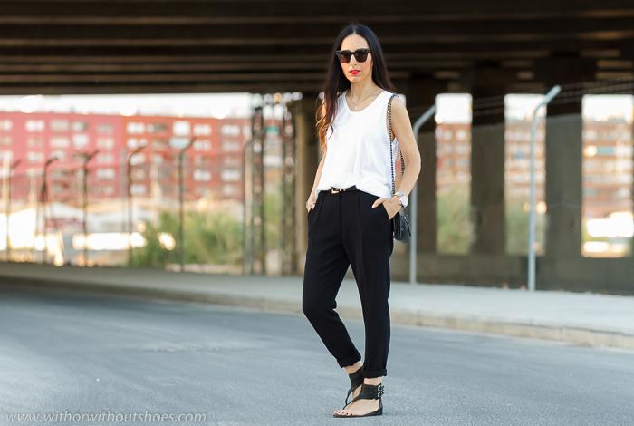 Camiseta de tirantes blanca vestir + Pantalon remangado negro
