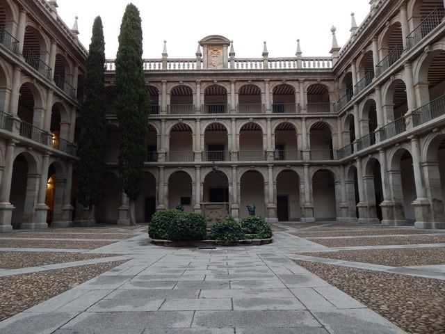 Patio universidad Alcalá de Hnares