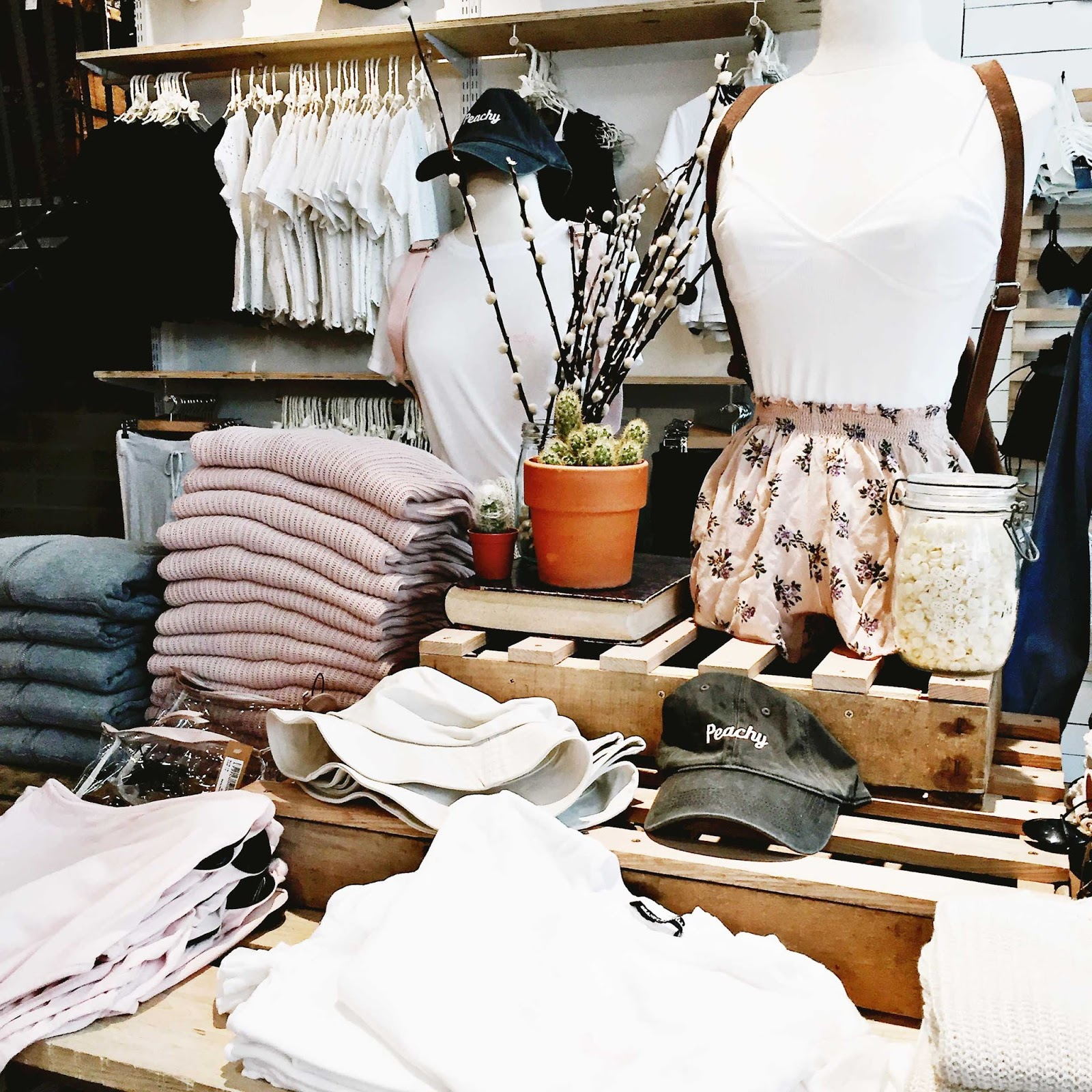 Lifestyle, london, lush, shopping, travel, what to do in London, London Travel guide , Brandy melville