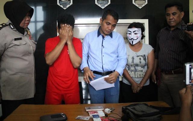 Oki dibekuk Unit Perlindungan Perempuan dan Anak (PPA) Polrestabes Surabaya