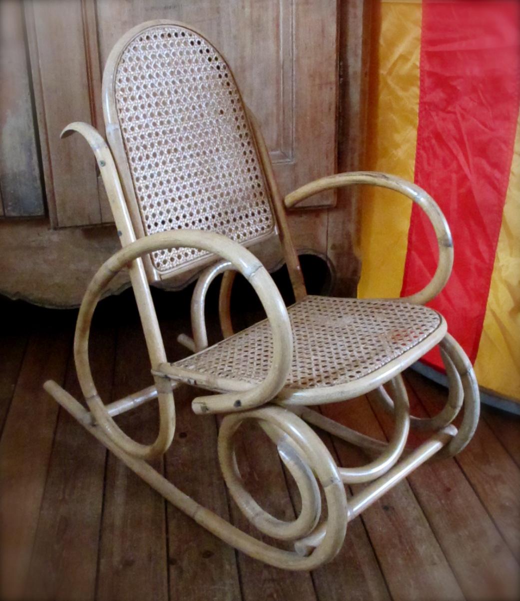 dita vintage rocking chair vintage en osier 60 39 s. Black Bedroom Furniture Sets. Home Design Ideas